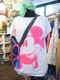 USED  Mickey  ポージング Tシャツ (ホワイト×ネオンピンク)