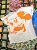 USED  「Mickey」 ポージング Tシャツ (ホワイト×ネオンオレンジ)