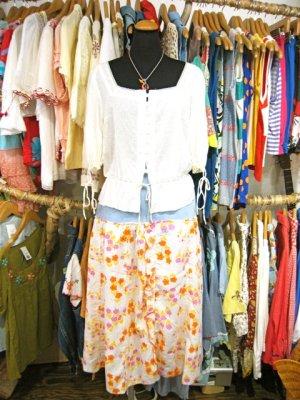 画像1: 『SOLリメイク』Levi'sデニム 花柄 スカート W29 (デニム×ホワイト)