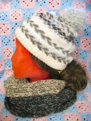 画像1: ノルディック柄 ポンポンニット帽(ホワイト×グレー)