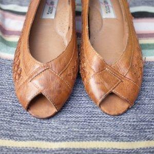 画像2: FromBrazil real  leather pumps (brown)