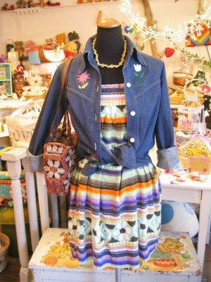 画像1: お花刺繍入り デニムシャツジャケット